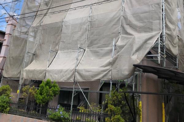 屋根塗装作業(足場設置)