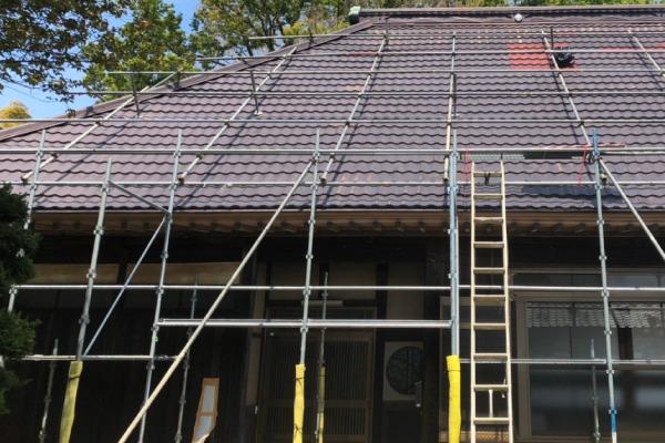 屋根葺き替え作業(足場設置)