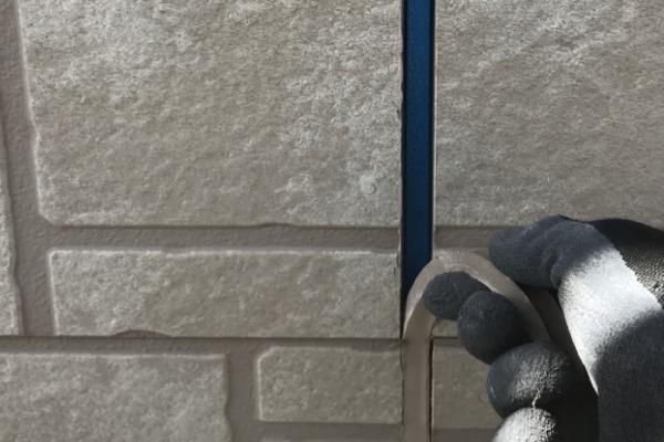 外壁塗装作業(シーリング撤去)