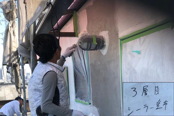 外壁塗装作業(下塗り)