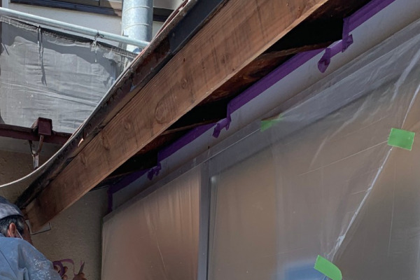 屋根塗装作業(養生)