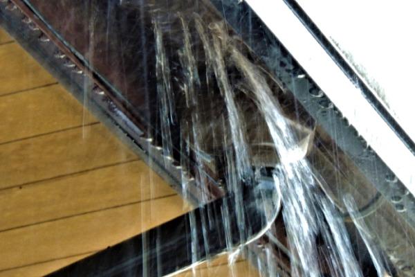 【屋根】雨漏り修理の費用はいくら?プロが教える原因と注意点